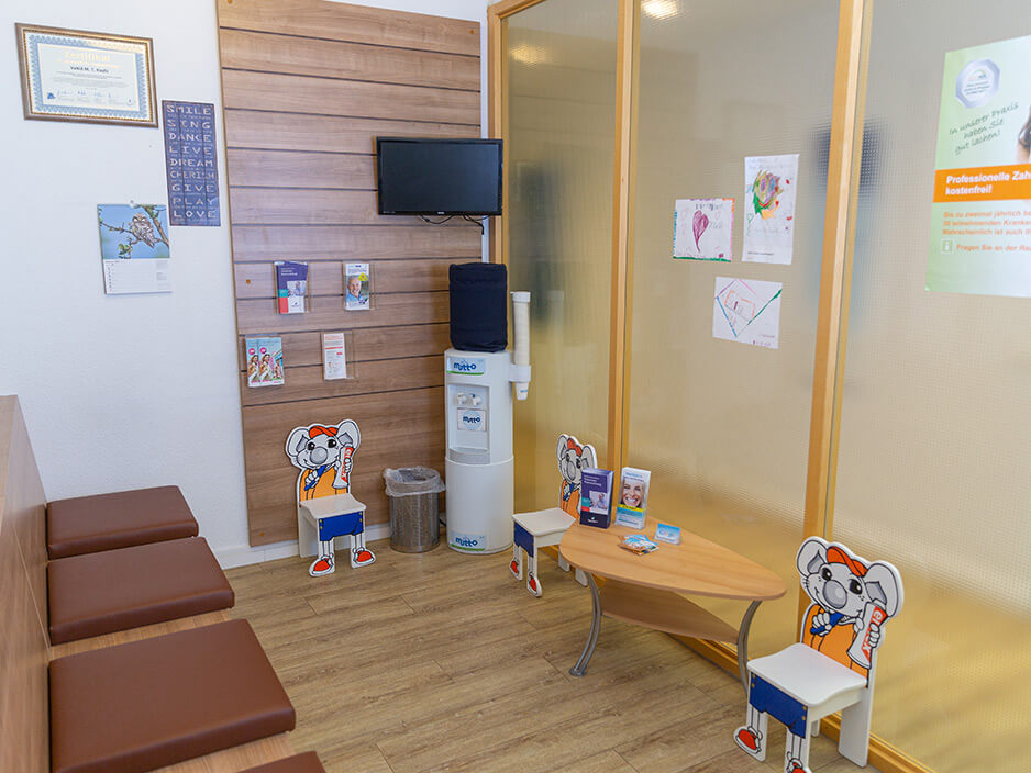 Wartezimmer Zahnarztpraxis Kashi (Hamburg)